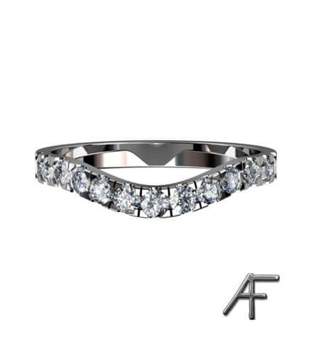 svängd alliansring med diamanter