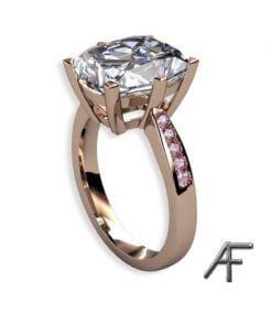 ring i 18k guld med fenakit och rosa diamanter