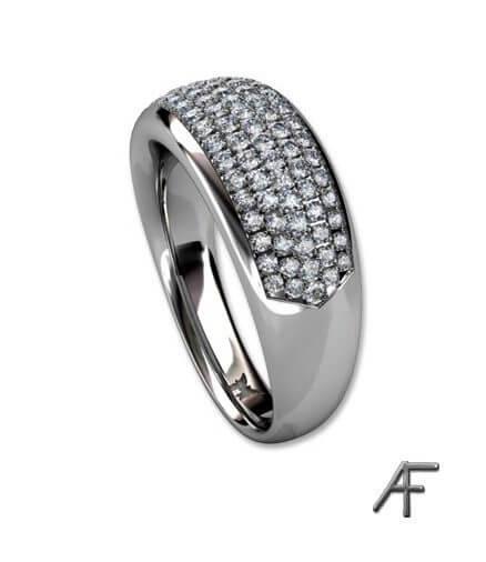 vitguldsring med pavé infattade diamanter
