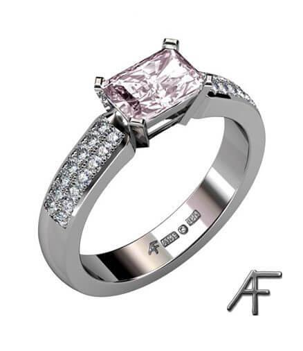 vitguldsring med morganit och diamanter