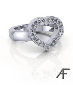 vitguldsring med hjärta och diamanter