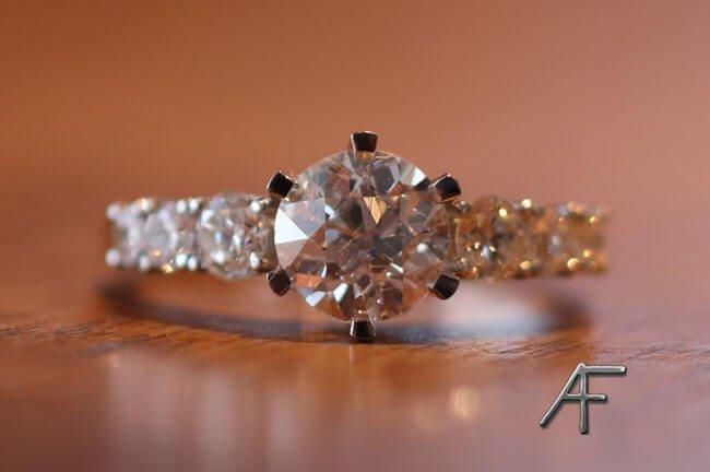 platinaring med antikslipad diamant